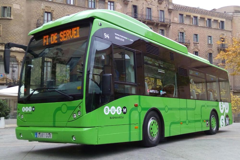 Autocar amb la nova imatge gràfica de Bus Manresa