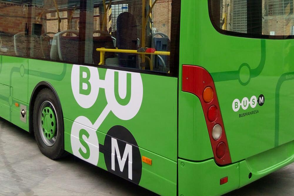 Detall del logotip de Bus Manresa aplicat en un autocar