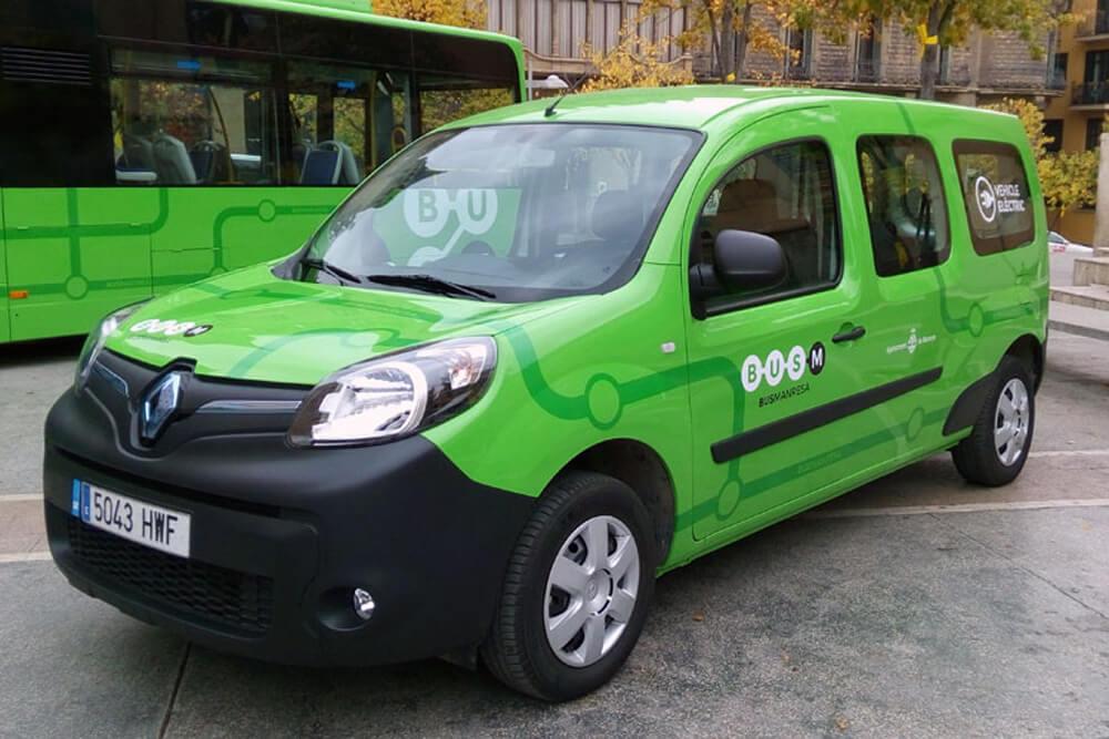 Rotulació de vehicle elèctric amb la nova identitat visual de Bus Manresa