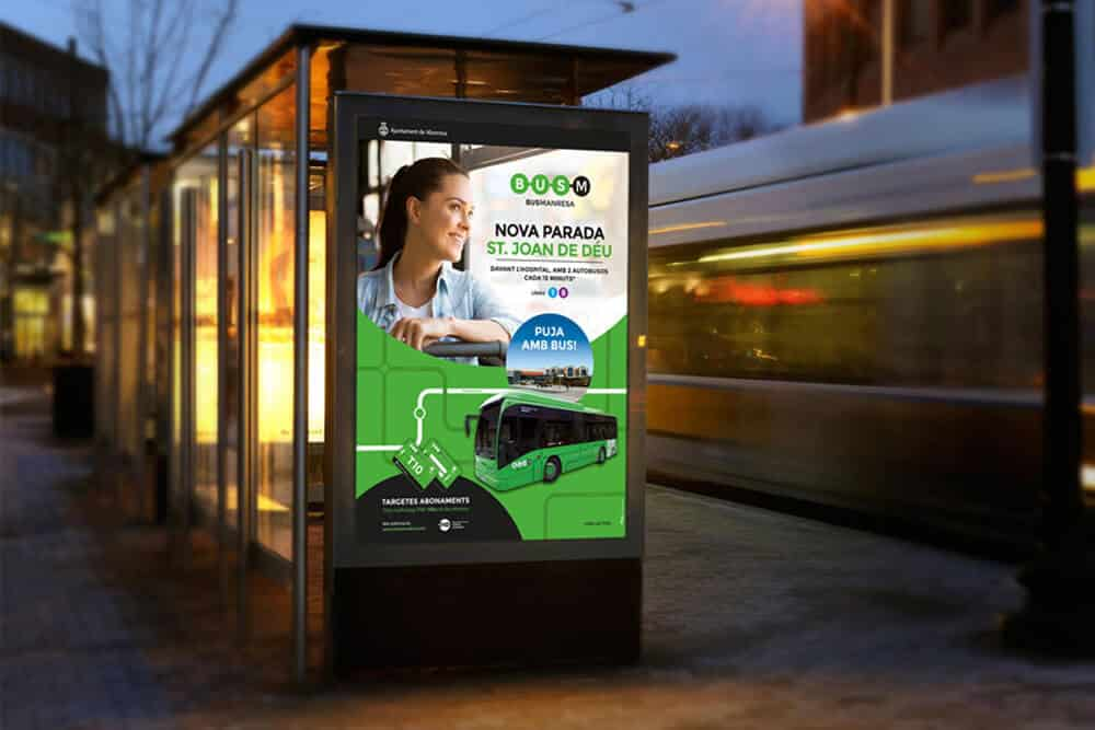 Marquesina amb disseny nou de cartell de Bus Manresa